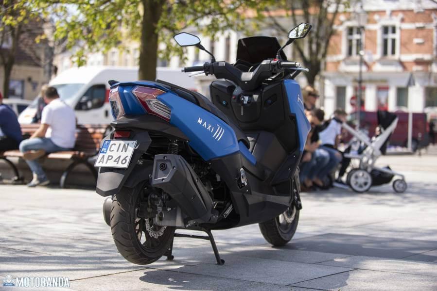 Łatwa jazda w mieście? Junak Maxi 711 – Maxi skuter w klasie 125 ccm